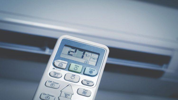 Mùa hè dùng điều hòa sẽ khiến hóa đơn tiền tăng chóng mặt. Thế nhưng, nếu biết những mẹo vặt này sẽ giúp gia đình bạn sử dụng điều hòa thả ga mà cuối tháng không lo tốn tiền điện..